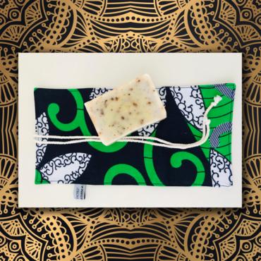 pochette savon, étui à savon, tissu africain, wax, tissu wax, coton, angers, savonnerie artisanale angevine, savonnerie artisanale à murs erigné